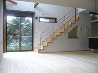 空間を生かしたオープン階段