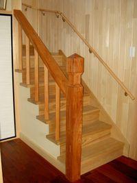 タモ無垢による階段