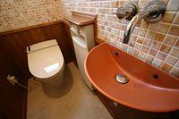 トイレのタイルと手洗い