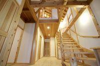 伝統工法で築いた総無垢材の家