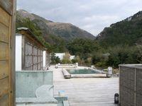 杉材利用の屋上緑化と露店風呂